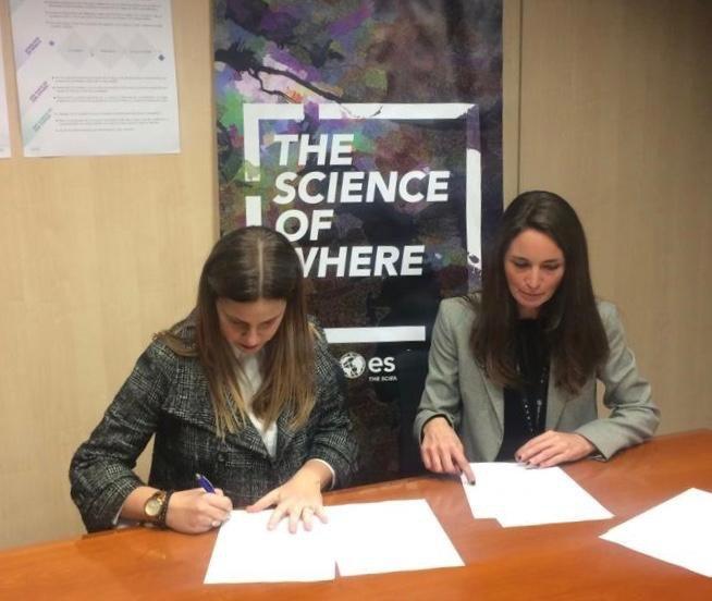 Firmado convenio entre el Colegio de Geógrafos y ESRI