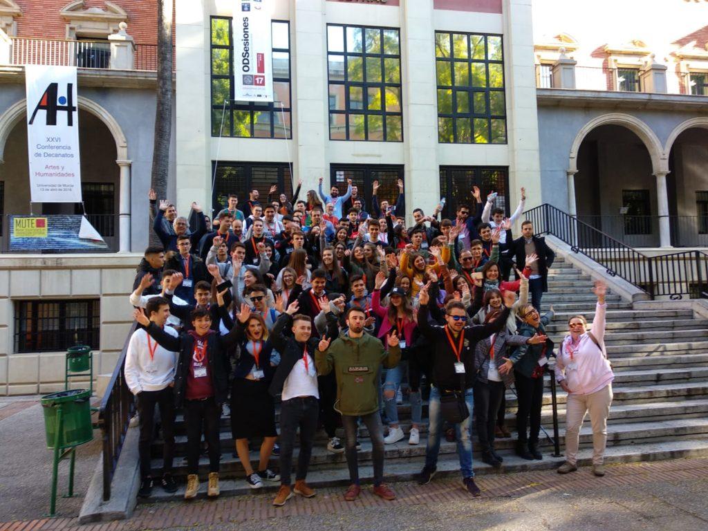 Foto de grupo de los participantes en la X Olimpiada de Geografía de España.